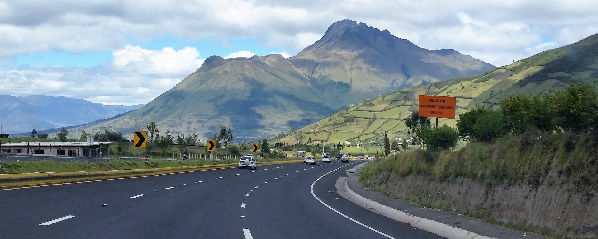 Roads in Ecuador: drafts, designs, structuring and supervision